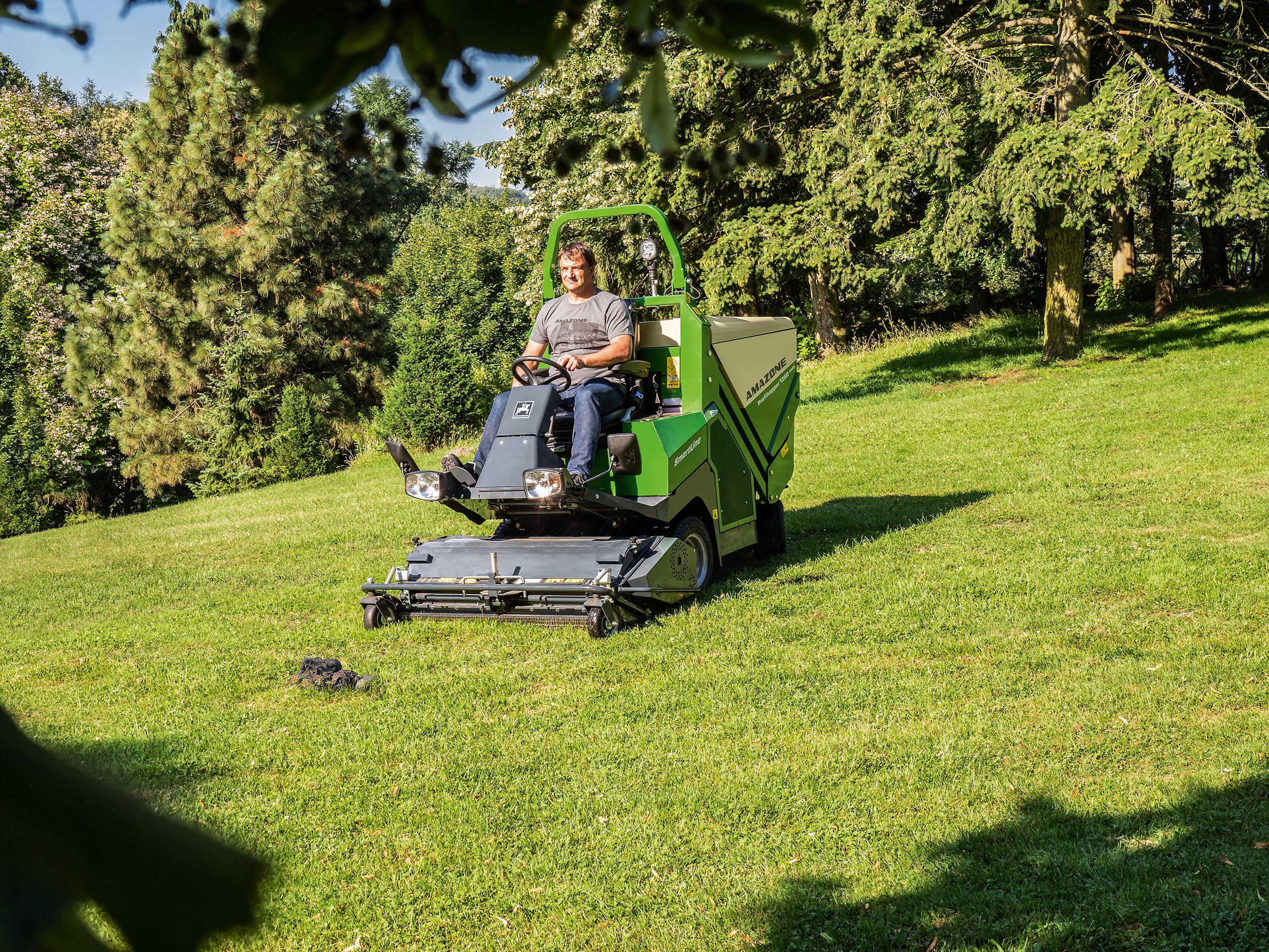 Med Amazone Proffihopper kan man klippa under nästan alla väderleksförhållande eller om det är väldigt högt gräs.