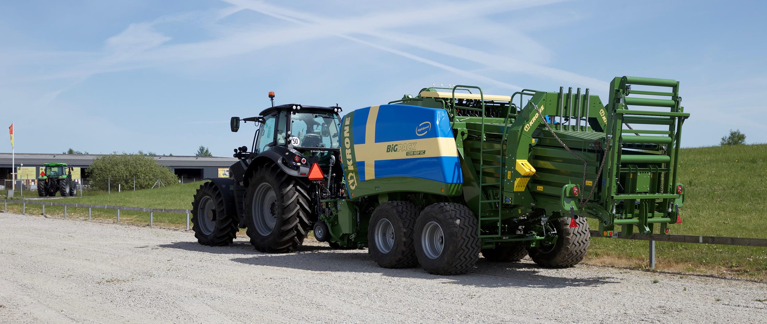 KRONE BiG Pack erbjuder maximal förarkomfort, är lätt att använda och pressar alla typer av grödor.