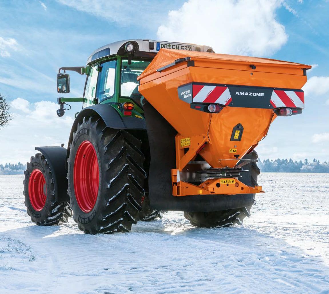 Amazone EK-S centrifugalspridare är 3-punktsburen och är utmärkt för snö- och halkbekämpning.